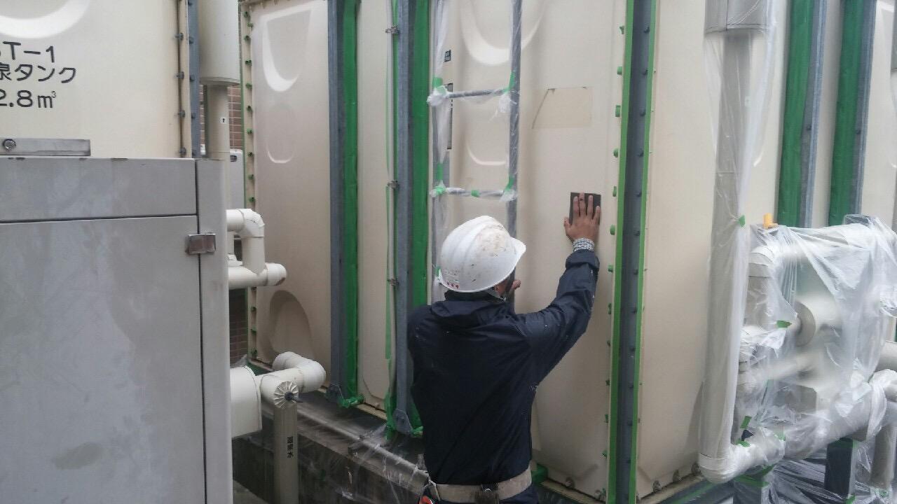 神戸市タンク塗装工事 側板面素地調整・清掃