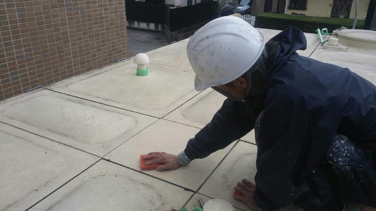 神戸市タンク塗装工事 天板素地調整・清掃