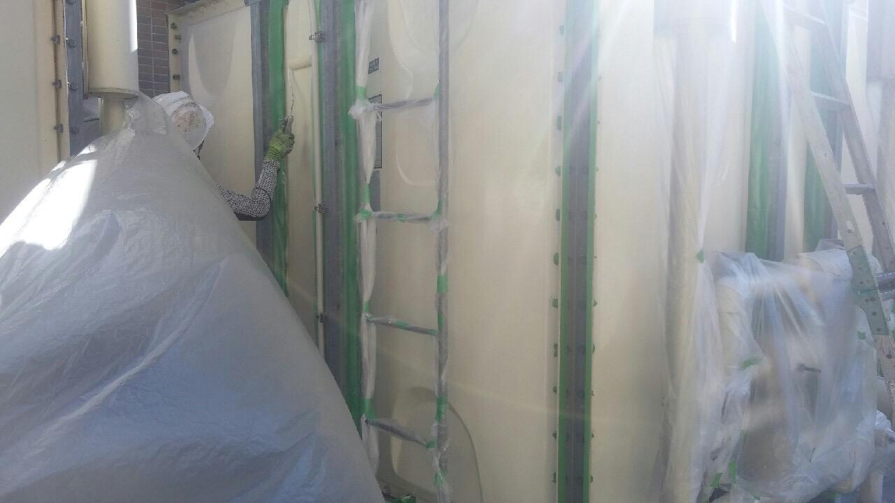 神戸市タンク塗装工事 側板面上塗り2回目