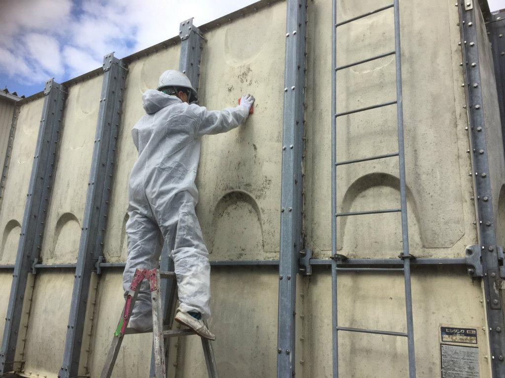 受水槽タンク塗装工事 側板素地調整