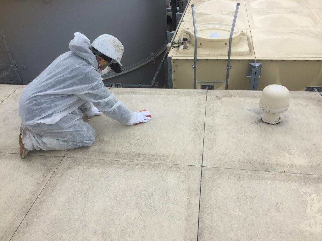 受水槽タンク塗装工事 天板素地調整